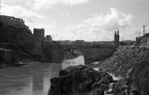 06 - PILLADO - Vista del puente de Alcántara y del río Tajo