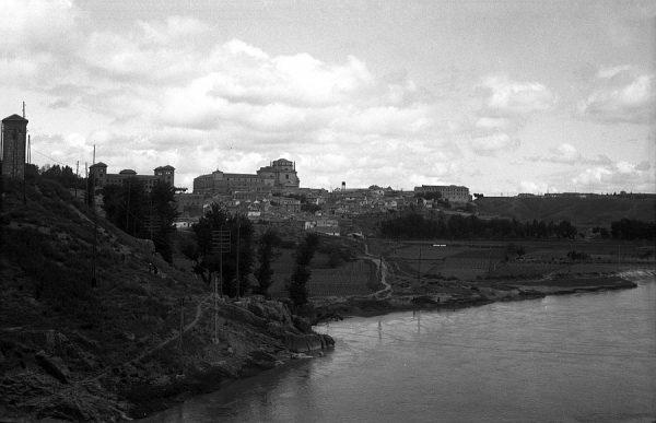 12 - PILLADO - Vista de la Vega de Safont y del hospital Tavera desde el puente de Alcántara