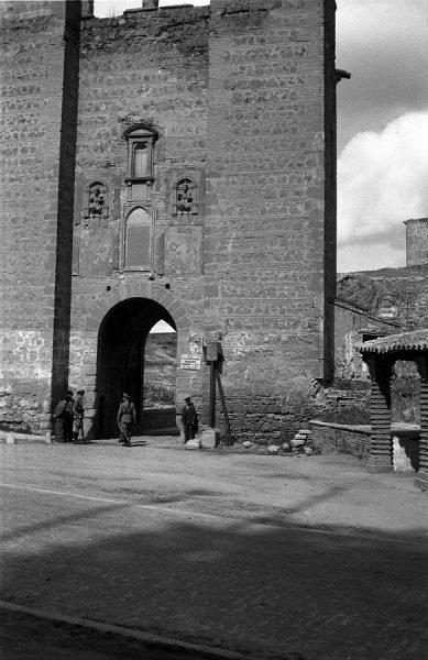13 - PILLADO - Vista del torreón del puente de Alcántara