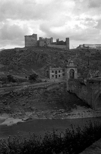15 - PILLADO - Vista del castillo de San Servando y del restaurante La Cubana