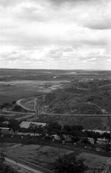 16 - PILLADO - Vista del castillo de San Servando y la Huerta del Rey