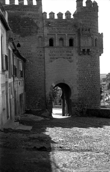 18 - PILLADO - Vista de la puerta del Sol desde la puerta de Alarcones