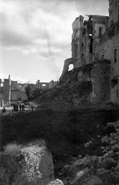19 - PILLADO - Vista del exterior de Alcázar en ruinas