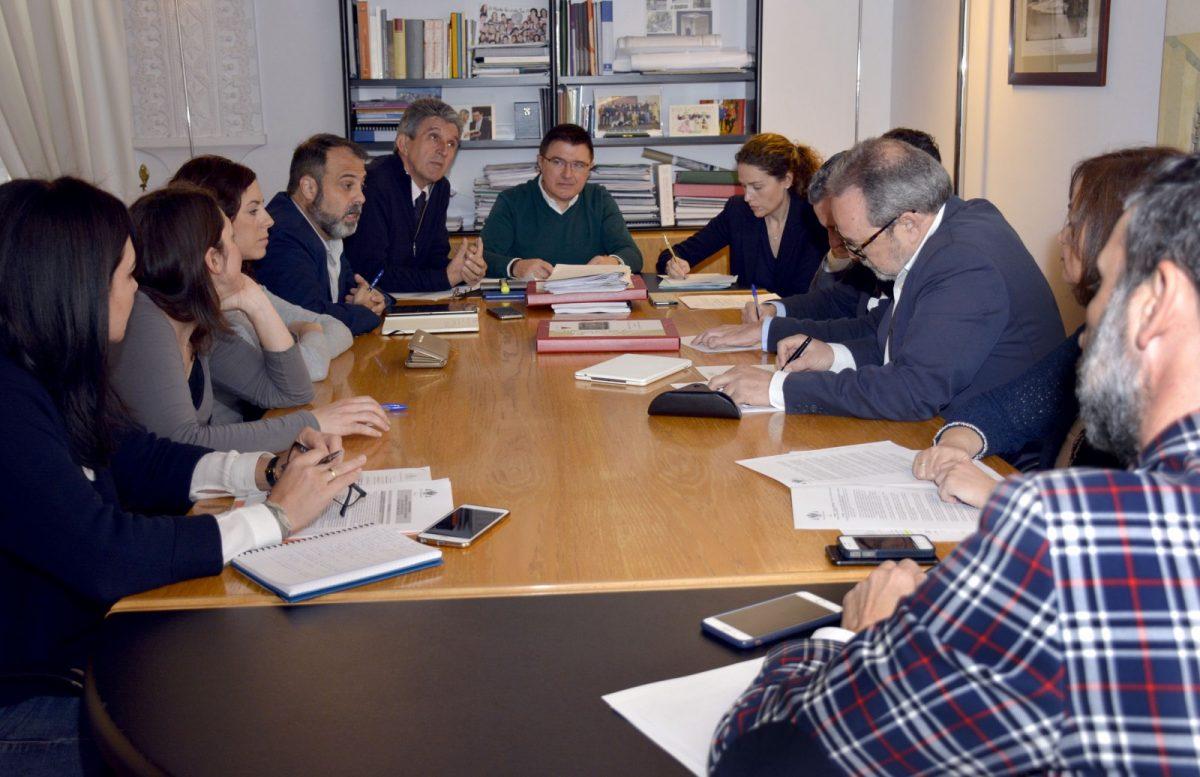 La Comisión de Urbanismo informa de la tramitación del Puy du Fou y de la adaptación del PECHT al ordenamiento vigente
