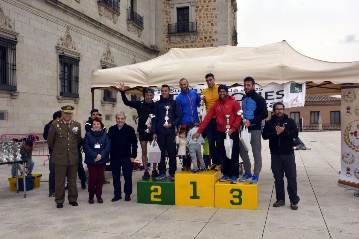 """http://www.toledo.es/wp-content/uploads/2018/04/subida_alcazar06-1200x800.jpg. Alrededor de cincuenta participantes se dan cita en la V Carrera """"Subida y bajada a los torreones del Alcázar"""""""