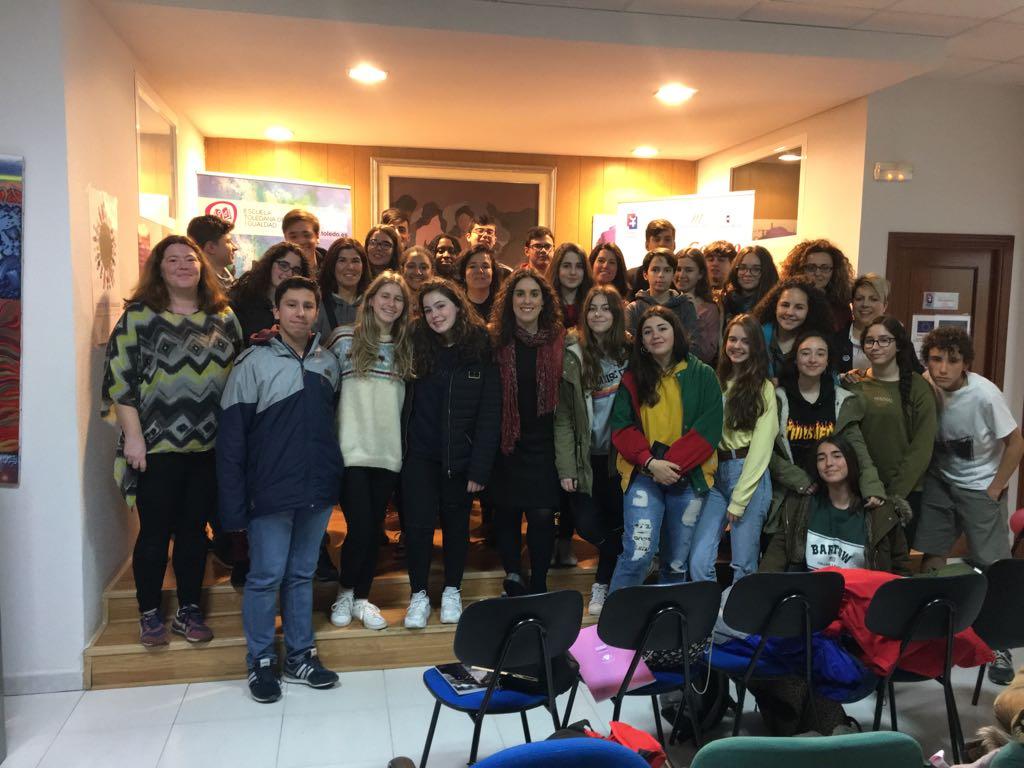 El Ayuntamiento recibe escolares de Mérida y comparte los mecanismos municipales para combatir la violencia machista