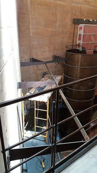 027 14-09-2017 Construcción de la pasarela lateral de la planta segunda
