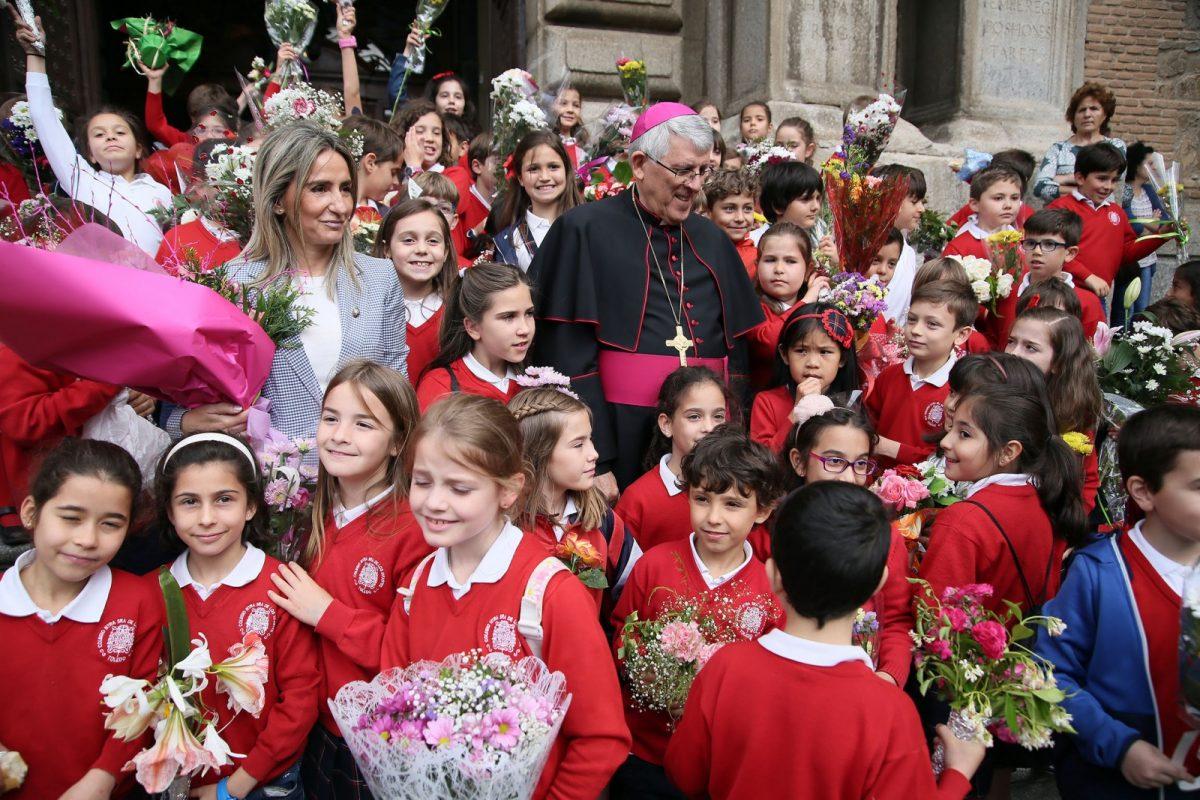 """http://www.toledo.es/wp-content/uploads/2018/05/04_ofrenda_floral-1200x800.jpg. La alcaldesa invita a los toledanos y toledanas a disfrutar del Corpus y de su ciudad de la que pueden estar """"muy satisfechos"""""""
