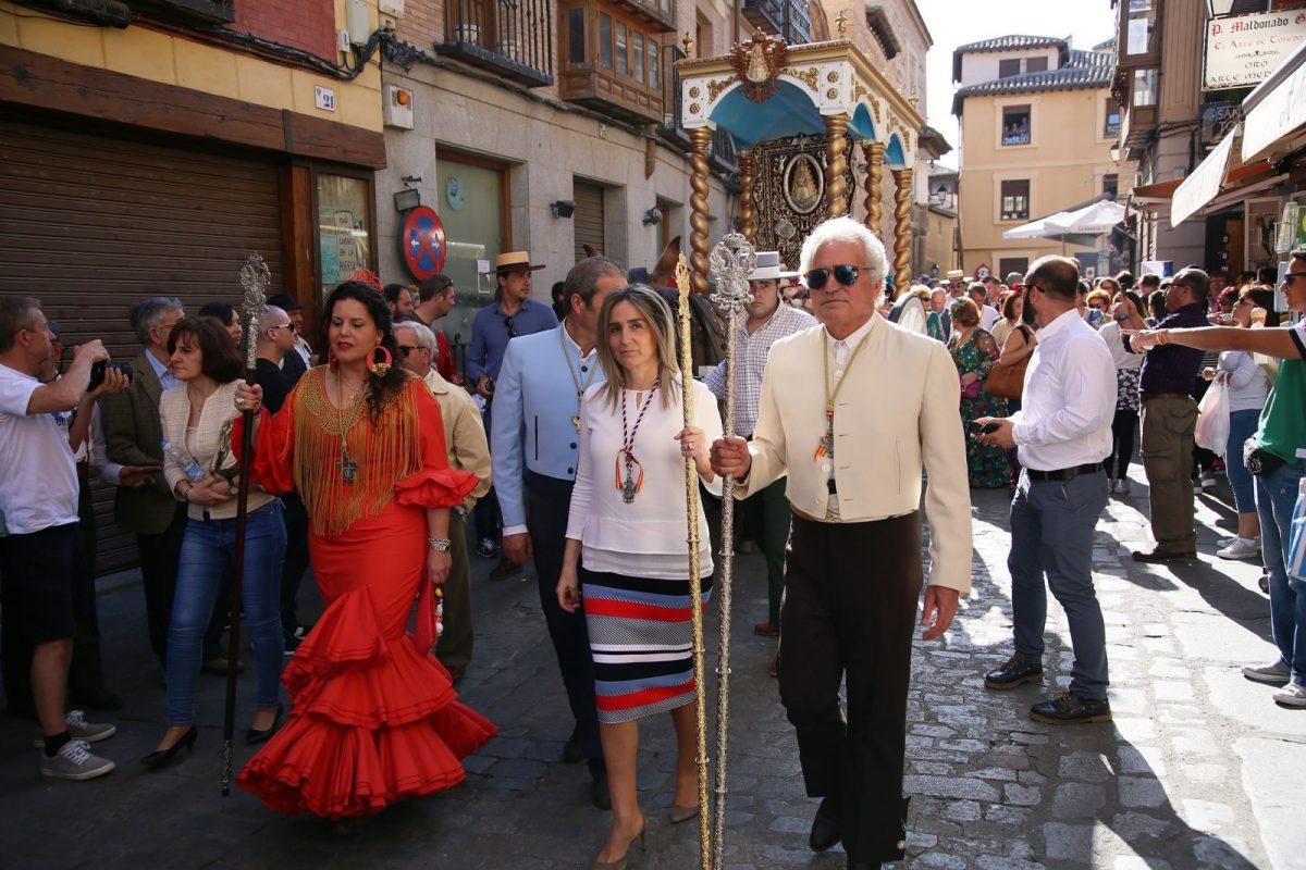 http://www.toledo.es/wp-content/uploads/2018/05/04_rocio-1200x800.jpg. La alcaldesa acompaña a la Hermandad de la Virgen del Rocío de Toledo en su romería