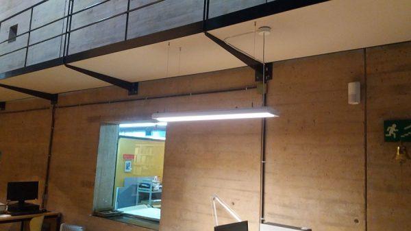 068 20-12-2017 Iluminación de las mesas de la sala de trabajo