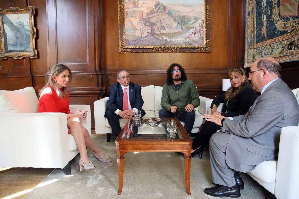 http://www.toledo.es/wp-content/uploads/2018/05/06_visita_embajador_el_salvador-1200x800.jpg. Milagros Tolón recibe al embajador de El Salvador y apuesta por fomentar las vías de colaboración en el ámbito de la cooperación