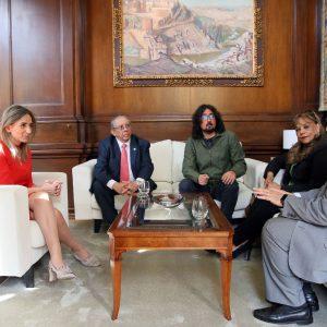 Milagros Tolón recibe al embajador de El Salvador y apuesta por fomentar las vías de colaboración en el ámbito de la cooperación