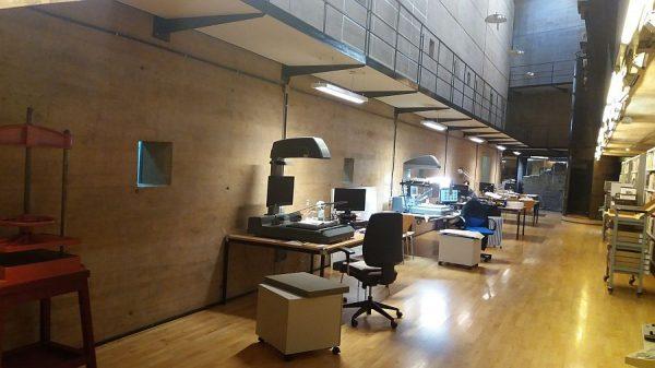 070 21-12-2017 Iluminación de las mesas de la sala de trabajo