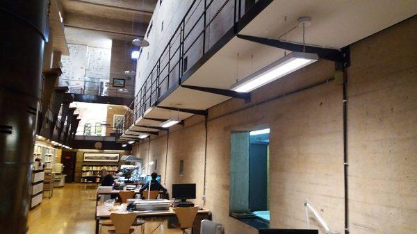 071 21-12-2017 Iluminación de las mesas de la sala de trabajo
