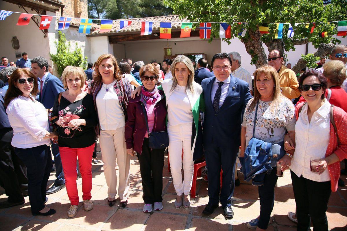 https://www.toledo.es/wp-content/uploads/2018/05/07_bastida-1200x800.jpg. La alcaldesa comparte con los toledanos y las toledanas la jornada central de la romería de la Virgen de La Bastida