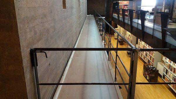 080 30-01-2018 Colocación de molduras laterales en las pasarelas