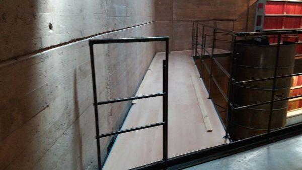 082 31-01-2018 Colocación de molduras laterales en las pasarelas