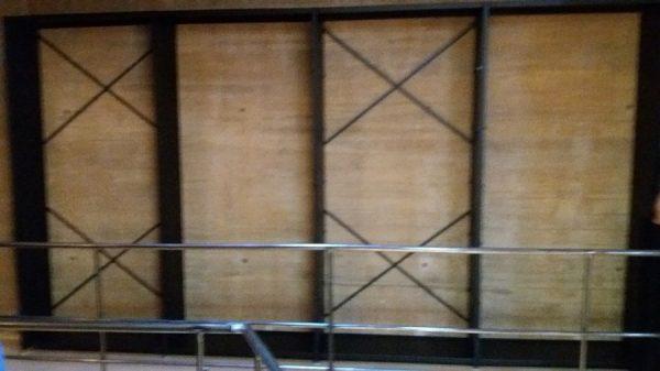 088 07-02-2018 Instalación de la estantería lateral de la planta primera