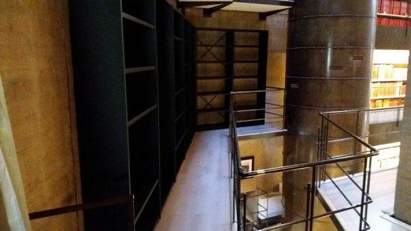089 07-02-2018 Instalación de la estantería lateral de la planta primera