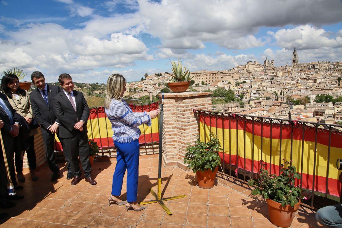 """http://www.toledo.es/wp-content/uploads/2018/05/08_romeria_valle-1200x800.jpg. Milagros Tolón afirma que la renovación de tradiciones como la romería del Valle """"permite que Toledo avance como ciudad"""""""
