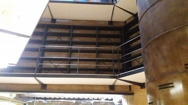 092 07-02-2018 Instalación de la estantería lateral de la planta primera