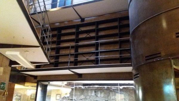 093 07-02-2018 Instalación de la estantería lateral de la planta primera