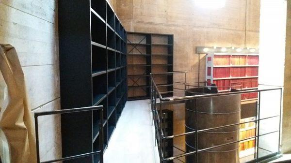 097 07-02-2018 Instalación de la estantería lateral de la planta segunda