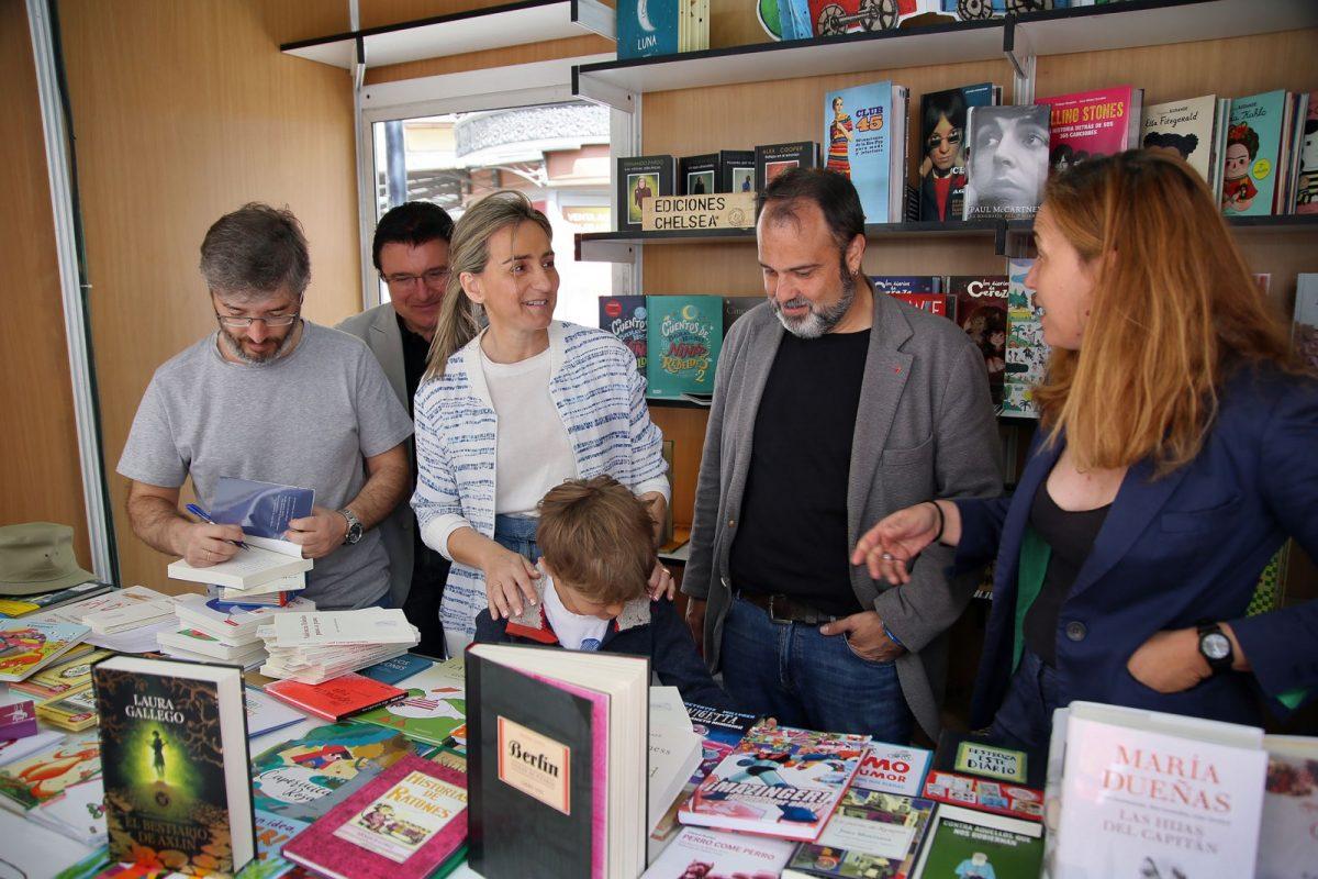 http://www.toledo.es/wp-content/uploads/2018/05/09_feria_libro-1200x800.jpg. Milagros Tolón destaca la programación de la XIII Feria del Libro con actividades para seguir avanzando en igualdad y visibilidad