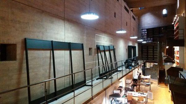 102 08-02-2018 Instalación de la estantería central de la planta primera