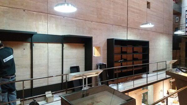 105 08-02-2018 Instalación de la estantería central de la planta primera