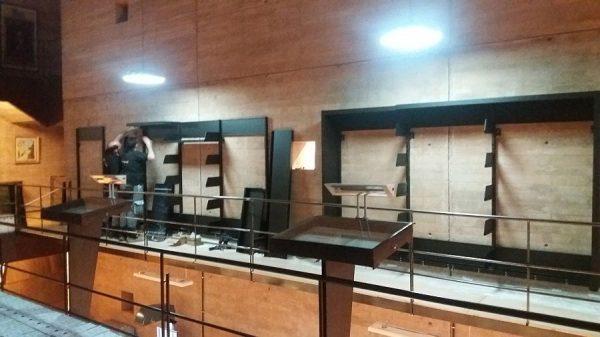 106 08-02-2018 Instalación de la estantería central de la planta primera