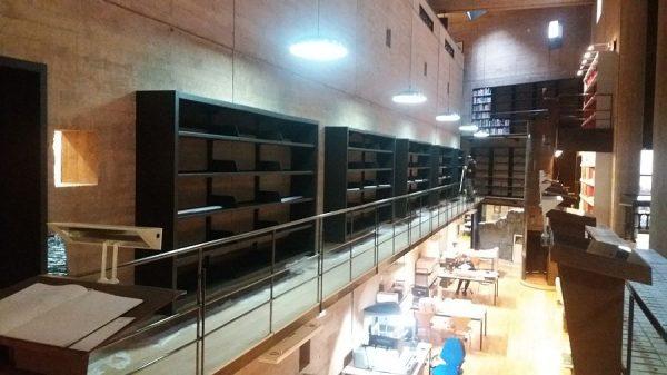 108 08-02-2018 Instalación de la estantería central de la planta primera