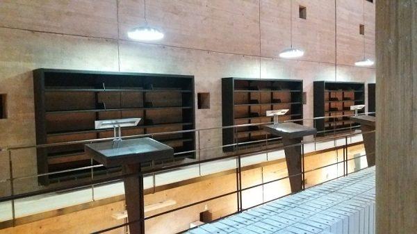 109 08-02-2018 Instalación de la estantería central de la planta primera