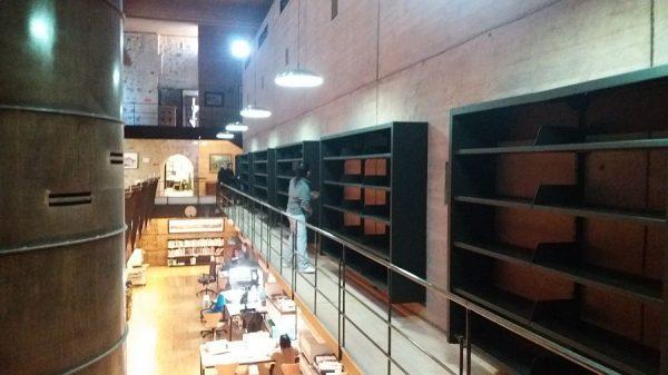 112 08-02-2018 Instalación de la estantería central de la planta primera