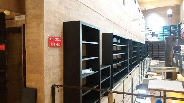 120 13-04-2018 Colocación de módulos pequeños en la estantería central de la planta primera