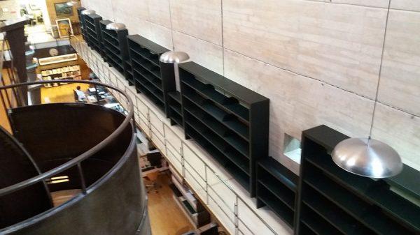 123 13-04-2018 Colocación de módulos pequeños en la estantería central de la planta primera