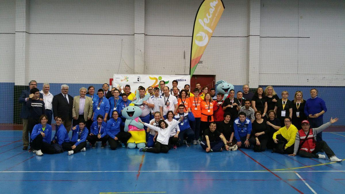 http://www.toledo.es/wp-content/uploads/2018/05/20180519_195135-1200x675.jpg. El Ayuntamiento participa en la entrega de trofeos del XVI Campeonato Regional de Tenis de Mesa