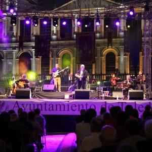 Aljibe' se hace con el público de la plaza del Ayuntamiento en la presentación de 'Agua, músicas tradicionales de la cuenca del Tajo'