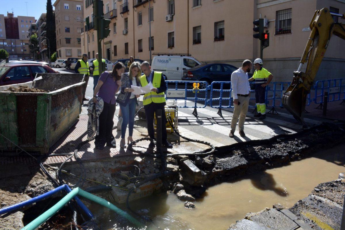 Restablecido el servicio de agua tras el arreglo de la avería producida en la red de abastecimiento en la Reconquista