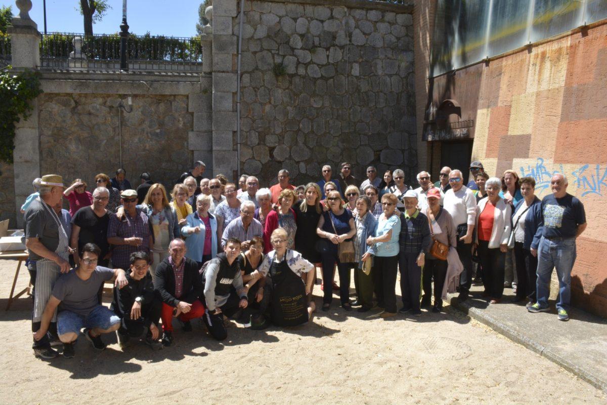 Milagros Tolón comparte con los usuarios del Centro de Día del Casco Histórico una jornada de convivencia