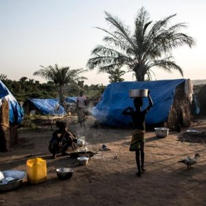 iles de centroafricanos huyen de la violencia hasta una remota zona del norte del Congo