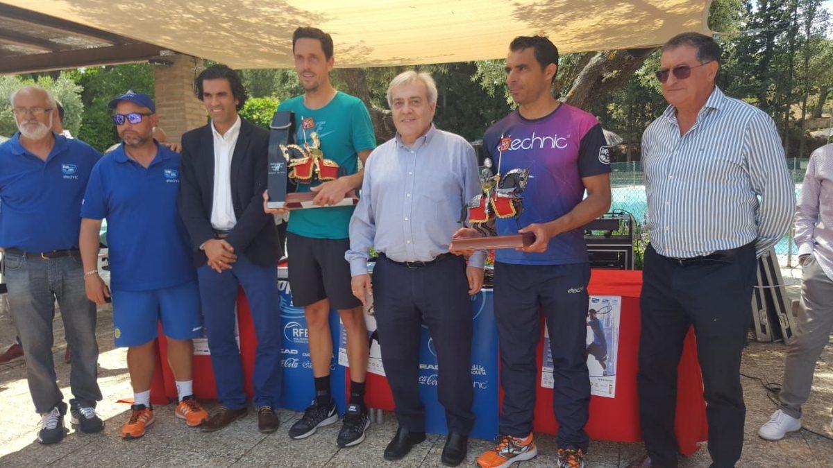 Ricardo Villacorta, campeón del XVII Torneo de Tenis del Corpus y David de la Cruz y Esther del Fresno de la Carrera Popular