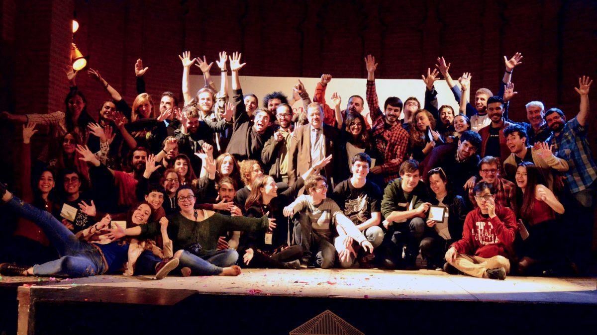 https://www.toledo.es/wp-content/uploads/2018/05/iii-festival-de-teatro-universitario-28-al-30-de-abril-1200x674.jpg. El III Festival Nacional de Teatro Universitario premia a la compañía del campus de Lugo de la Universidad de Santiago de Compostela