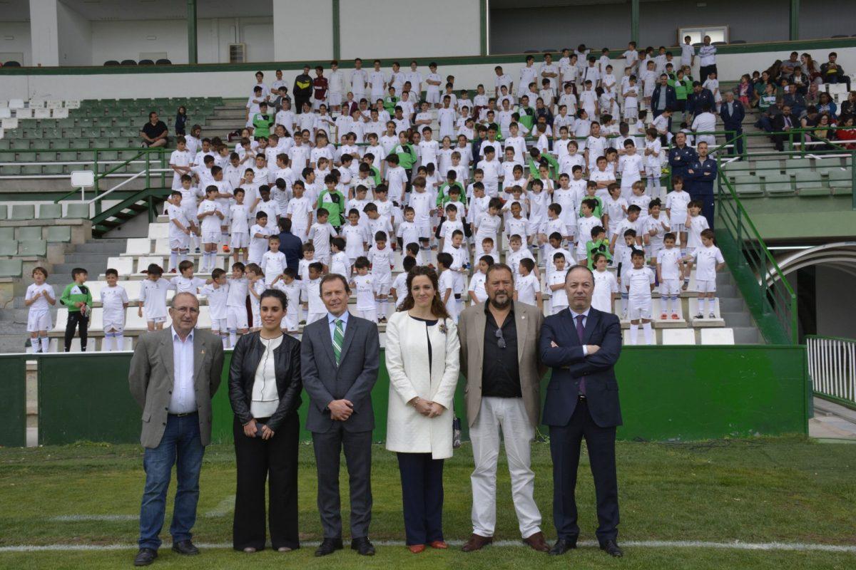 http://www.toledo.es/wp-content/uploads/2018/05/ines-sandoval_escuela-deportiva_1-1200x800.jpg. Más de 300 pequeños se forman en la Escuela Sociodeportiva de la Fundación Real Madrid con la colaboración del Ayuntamiento