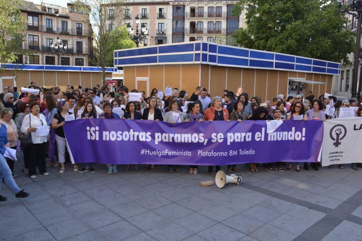 https://www.toledo.es/wp-content/uploads/2018/05/movilizacion-feminista-00-1200x800.jpg. El Gobierno se suma a la movilización feminista para que se dote de presupuesto el Pacto de Estado contra la Violencia de Género