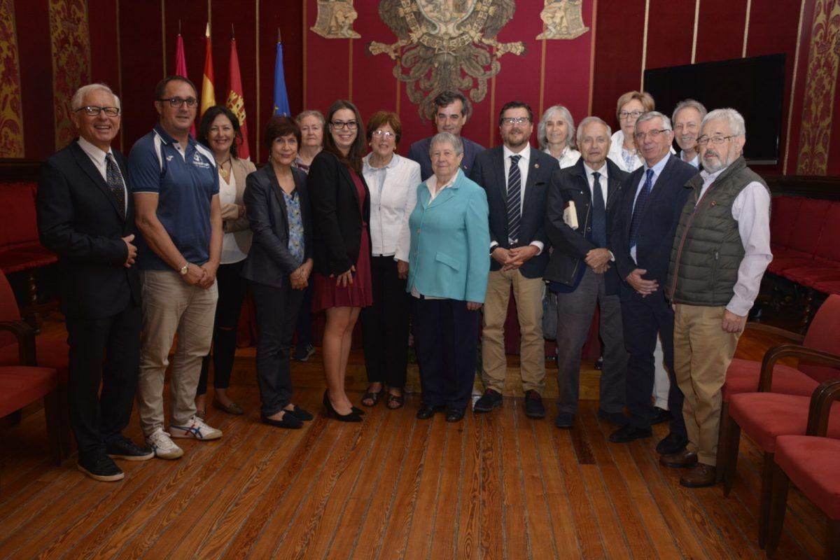 El Ayuntamiento recibe a la representación de la ciudad francesa de Agén cuando se cumplen 45 años del hermanamiento con Toledo