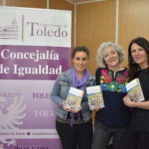 armen Peire comparte en la XIII Feria del Libro los relatos de su nueva obra 'Cuestión de tiempo' con la colaboración municipal
