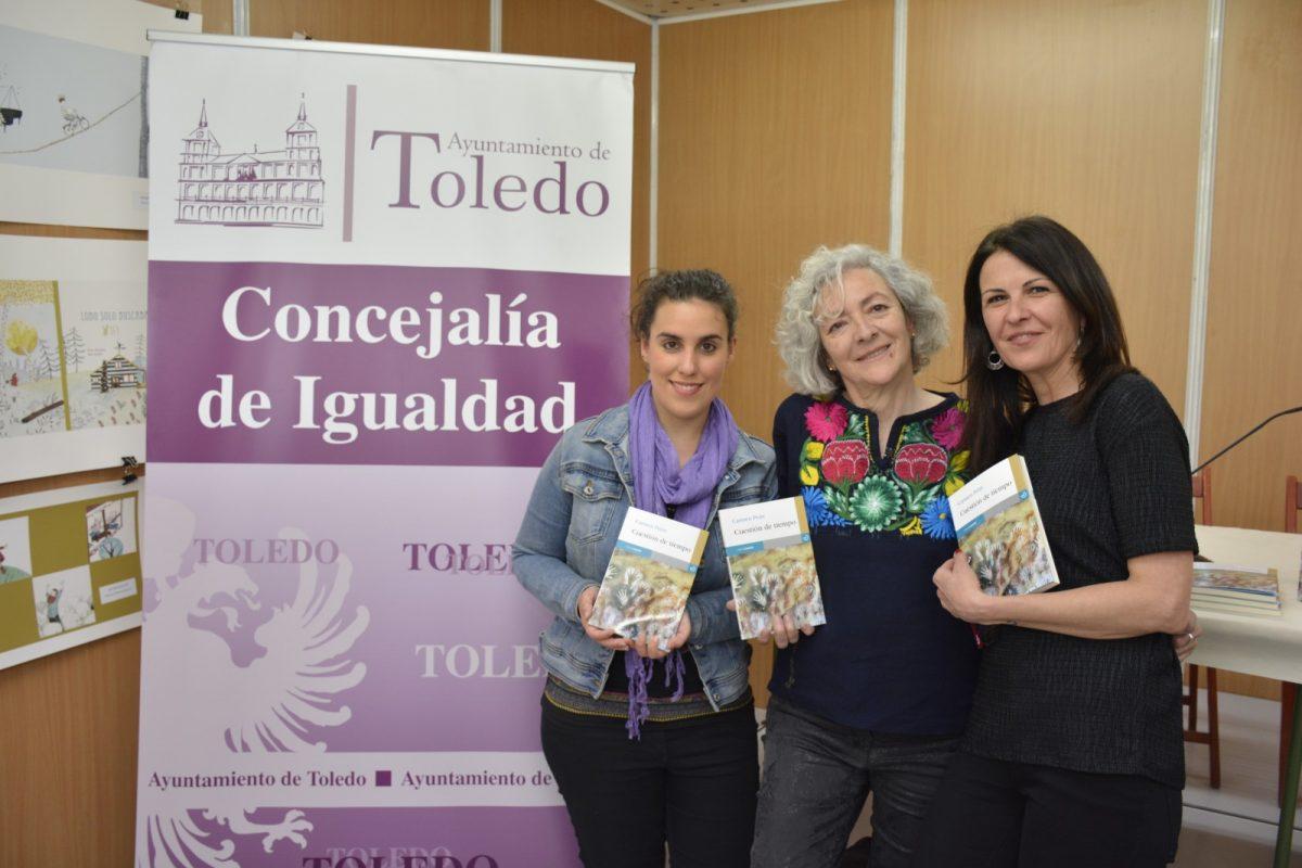 Carmen Peire comparte en la XIII Feria del Libro los relatos de su nueva obra 'Cuestión de tiempo' con la colaboración municipal