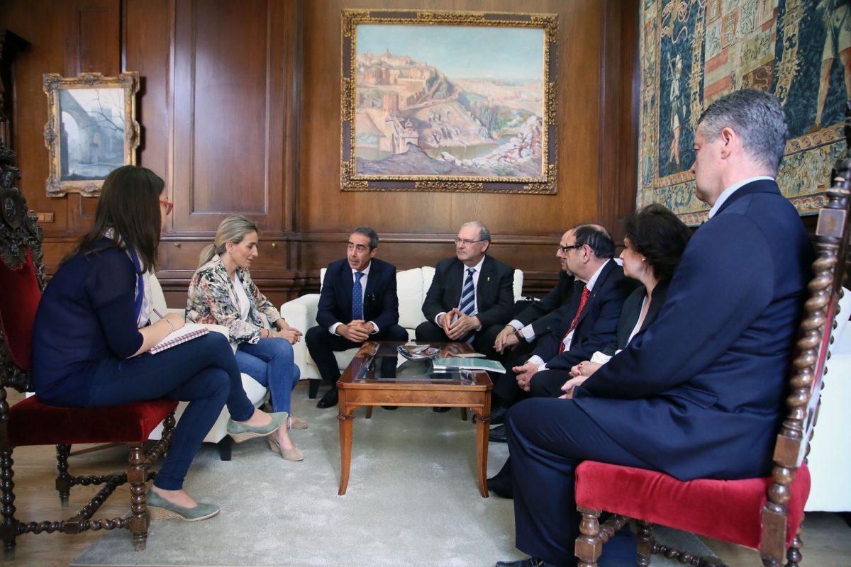 La alcaldesa recibe a la nueva directiva de la Cofradía Internacional de Investigadores para mostrarles su apoyo y colaboración
