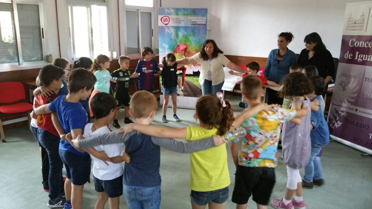 https://www.toledo.es/wp-content/uploads/2018/05/taller-cientifics-2-1200x675.jpg. 'Científicos y científicas alienígenas', nuevo taller de la Escuela Toledana de Igualdad en las antiguas escuelas de Azucaica